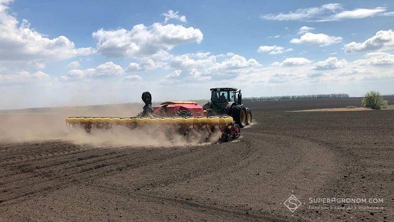 Деяким українським аграріям доведеться пересівати кукурудзу: проблеми зі сходами фото 1 LNZ Group